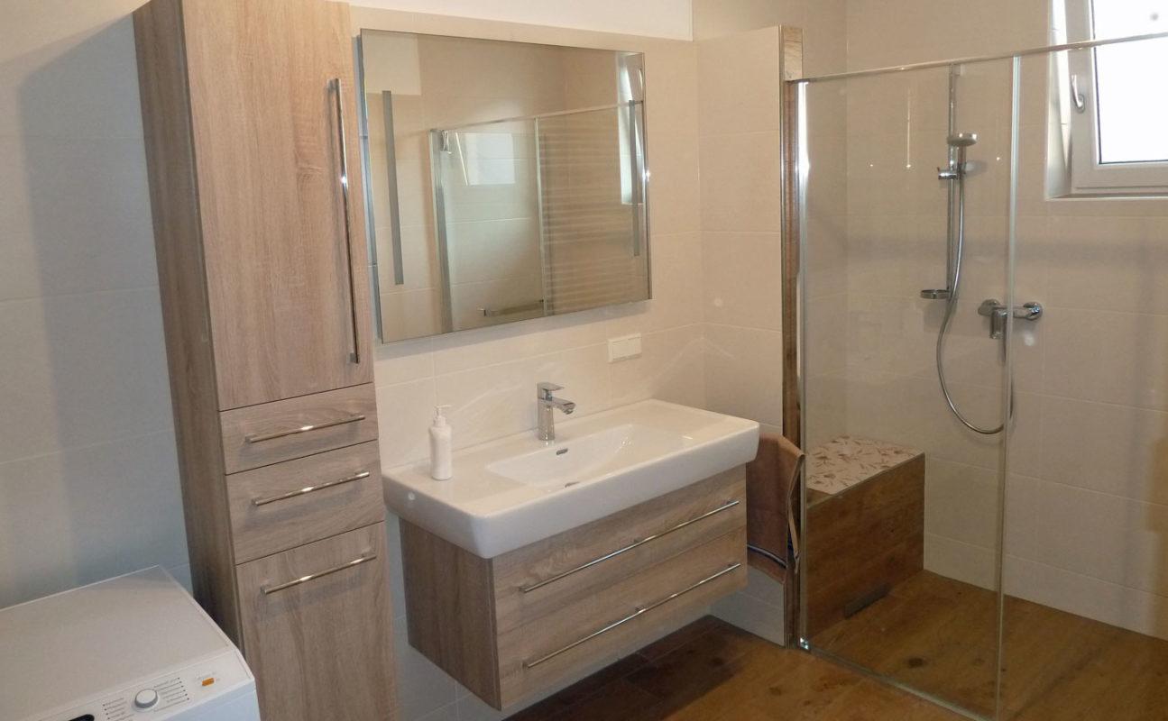 Badmöbel und Dusche