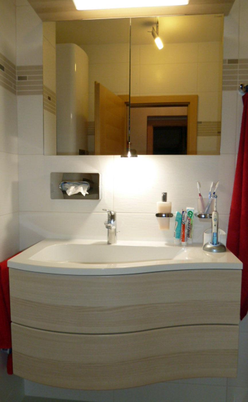 Waschtisch mit Spiegelschrank